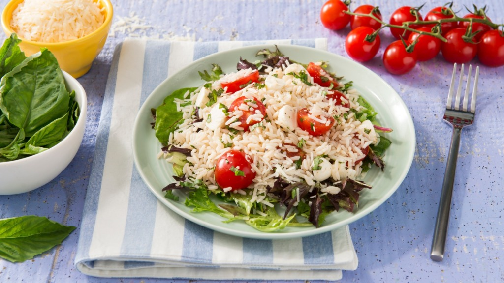 Caprese-salad-with-organic-white-rice-lettuce-and-cheery-tomatoes