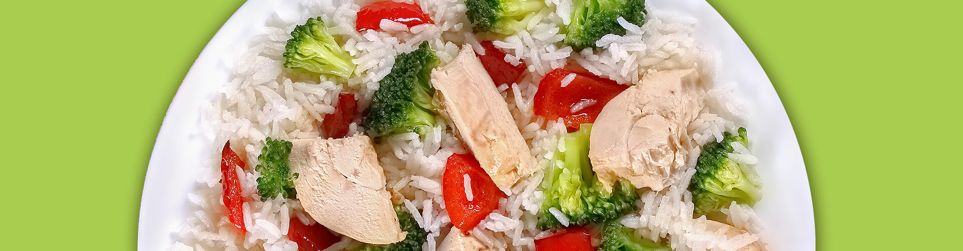 Strips of chicken, tomatoes and broccoli over white rice