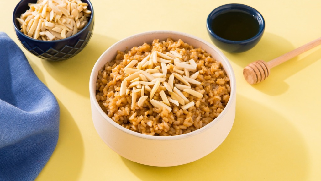 peanut-butter-and-honey-rice-topped-with-almonds