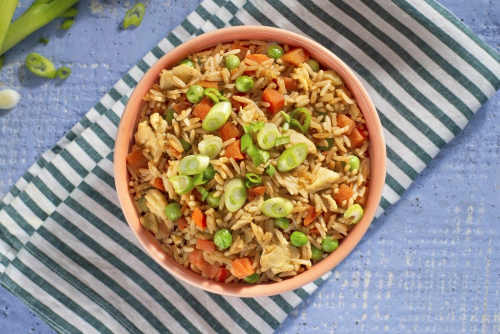 bowl-with-fried-rice-made-in-the-microwave
