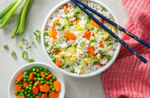 un-fried-rice-recipe-with-Instant-rice-peas-carrots-and-eggs
