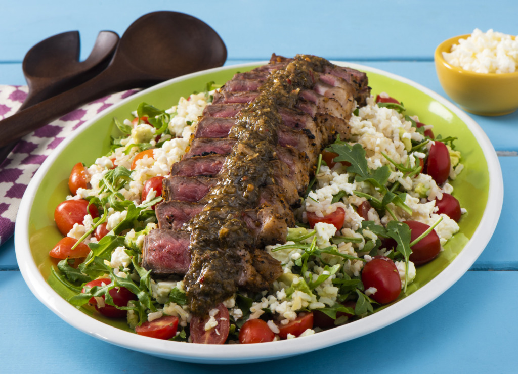 brown-rice-salad-with-arugula-avocado-and-cherry-tomatoes-topped-with-grilled-steak